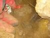 11-Vykopana-drazka-pro-hadici-s-objevenou-gumou