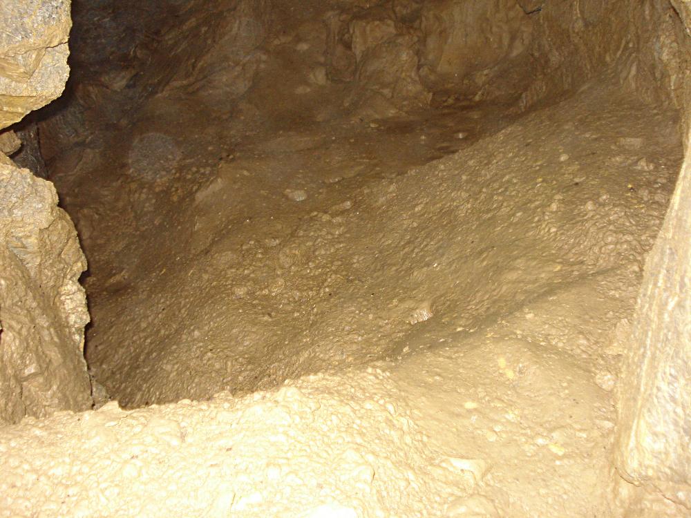 Jožůf dómek - hlinité dno a egutační jamky